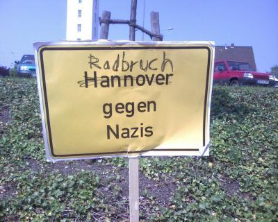 ... gegen Nazis. �berall.